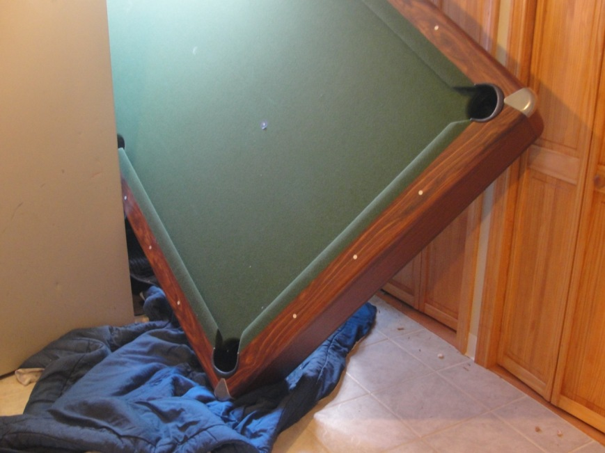 Pooltable in door