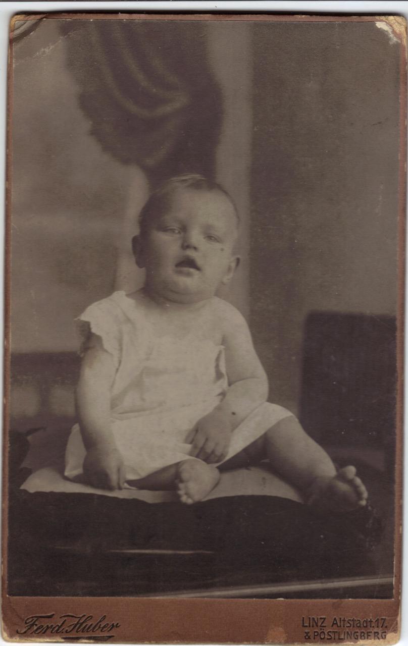John Hochreiter Baby in Linz